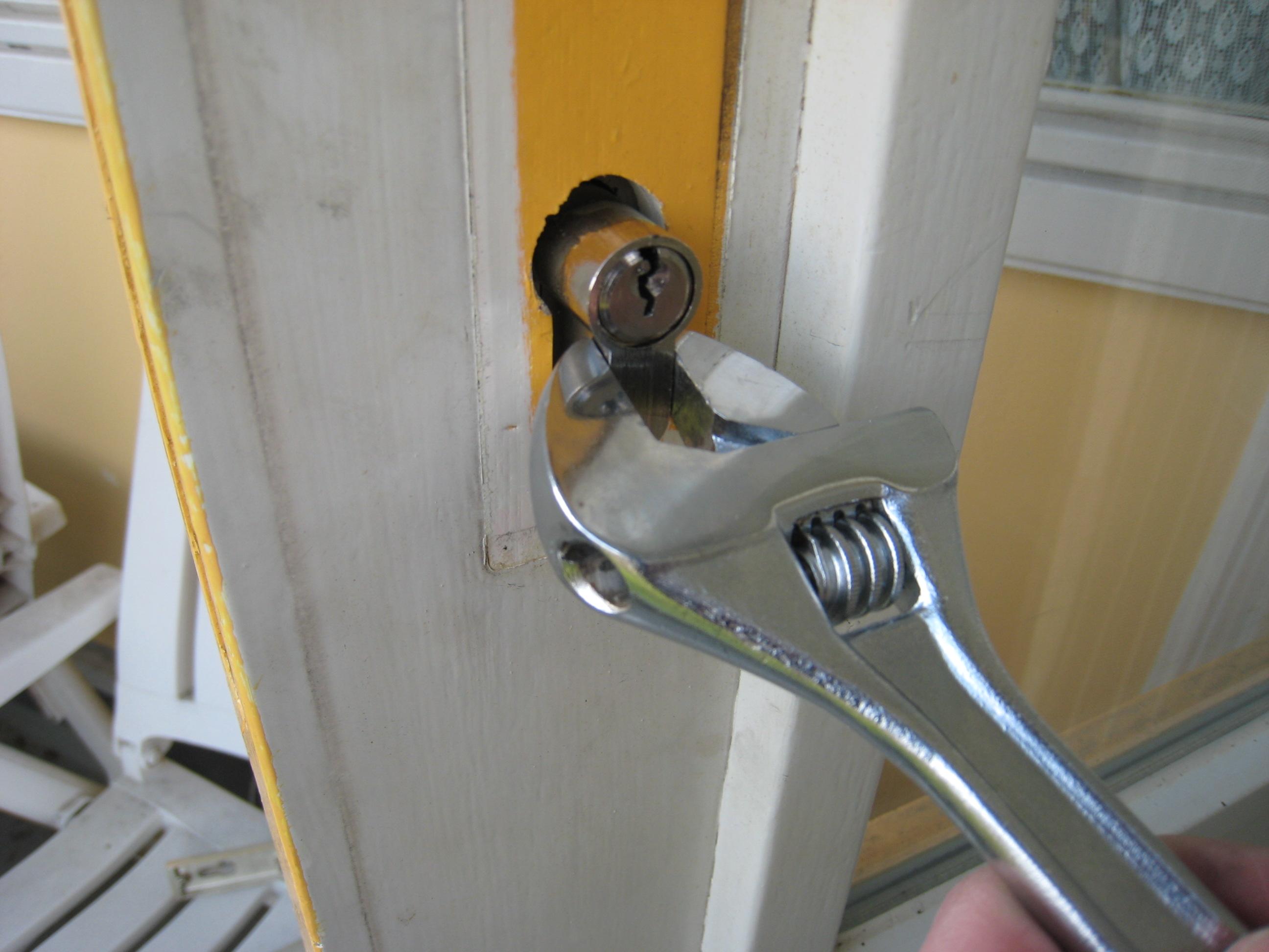 Sleutel draait door in slot